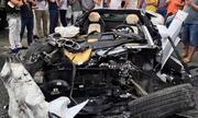 Lamborghini Aventador nát tươm vì đâm xe tải