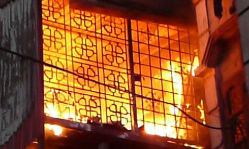 Người đàn bà 'ngáo đá' tự đốt phòng trọ