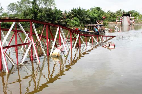 17 tỷ đồng xây cầu bị xà lan kéo sập ở TP HCM 1