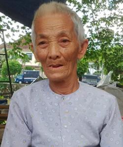Cụ bà 86 tuổi mượn vỉa hè lo tang lễ cho con 1