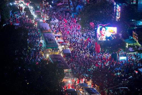 """Cuộc chiến giữa """"Quý bà"""" Myanmar và các tướng lĩnh quân đội 2"""
