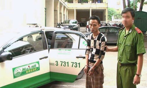 Nam thanh niên dùng dao cướp taxi