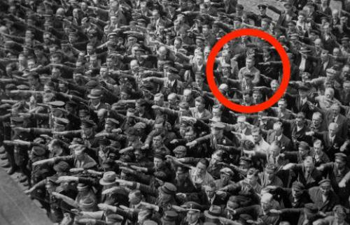 Bi kịch của người Đức duy nhất không chào Hitler kiểu phát xít 1