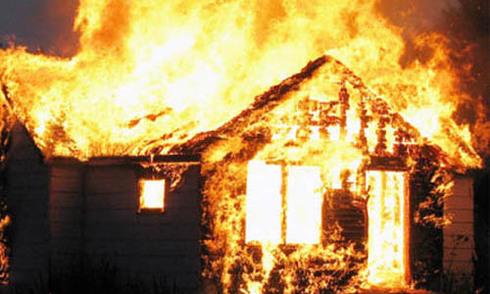 Cụ ông chết cháy trong ngôi nhà phát hỏa lúc nửa đêm