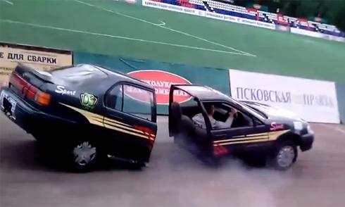 Hai ôtô lao vào nhau như tên bắn giữa ngã tư 3