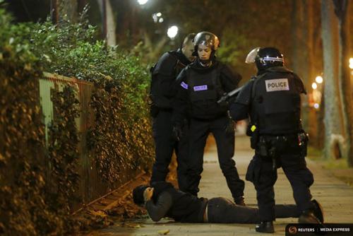 Khủng bố lấy AK-47 ở đâu để gây ra vụ thảm sát Paris 2