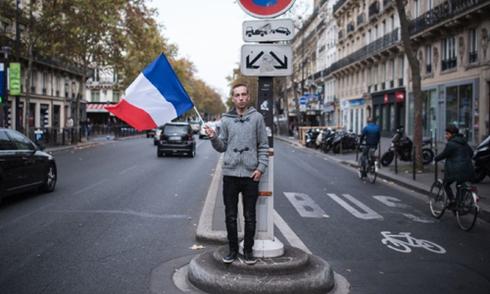 Nước Pháp một ngày sau vụ thảm sát đẫm máu