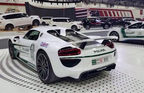 Porsche 918 Spyder - siêu xe mới của cảnh sát Dubai 2