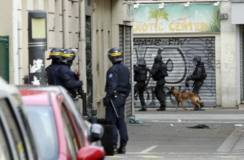 Ba giờ đấu súng diệt khủng bố của 70 đặc nhiệm Pháp 2