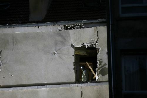 Em họ chủ mưu khủng bố Paris - nữ đánh bom tự sát đầu tiên ở Tây Âu 2