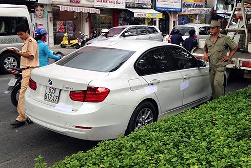 Tài xế BMW tông xe cảnh sát ở trung tâm Sài Gòn 1