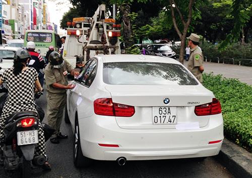 30 phút cố thủ của tài xế BMW tông xe cảnh sát 1