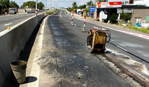 Quốc lộ nghìn tỷ hư hỏng sau 2 tháng sử dụng 1