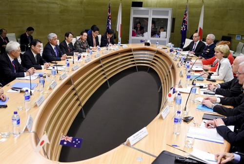Nhật hối thúc Australia mua tàu ngầm giữa căng thẳng Biển Đông 1