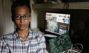 Cậu bé chế tạo đồng hồ bị nhầm là bom đòi bồi thường 15 triệu USD