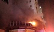 Cháy chung cư cao tầng, hàng trăm người náo loạn trong đêm
