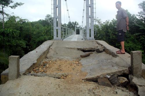 Quảng Nam nơi thừa, nơi thiếu cầu treo 2