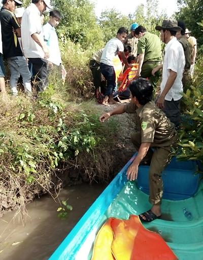 Chuyến du lịch của 6 Việt kiều trên canô đâm vào trụ cầu 2