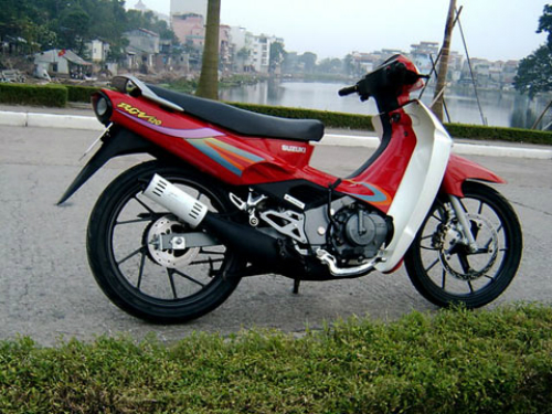 Như một huyền thoại với nhiều mảng sáng tối, mẫu Suzuki Sport 110 sử dụng động cơ 2 thì, côn tay và có độ 'bốc