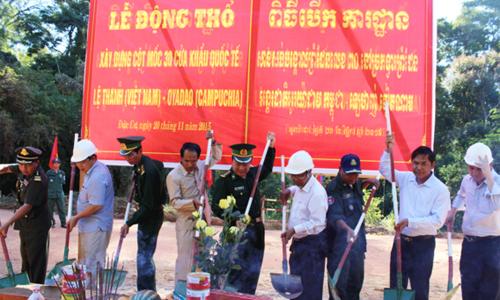 Việt Nam - Campuchia xây hai cột mốc biên giới 1