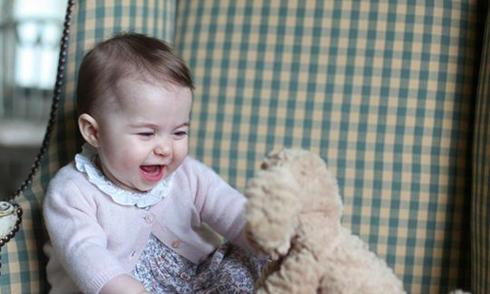 Công chúa nhỏ nước Anh đáng yêu trong bức ảnh mới