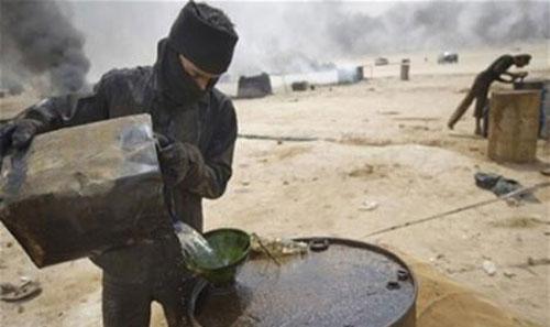 IS bôi trơn đế chế dầu mỏ lậu như thế nào 1