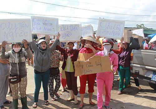 Tiểu thương Huế lại vây ủy ban phường phản đối chuyển chợ 1