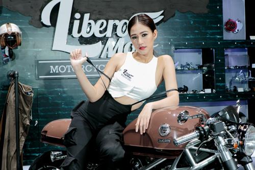 Dàn mẫu nóng bỏng tại triển lãm Thái Lan 2