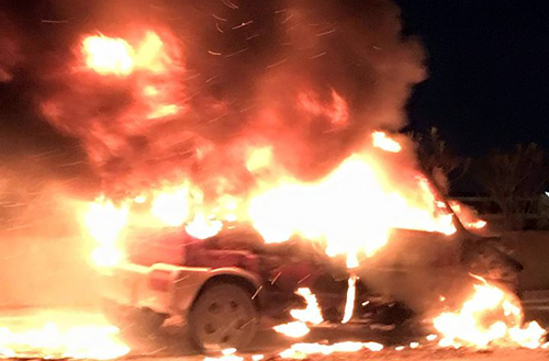 Ôtô cháy dữ dội, cầu Thanh Trì tắc dài 2km 1