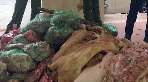 """Một tấn """"thịt lợn bẩn"""" tuồn vào chợ đầu mối Phùng Khoang 1"""