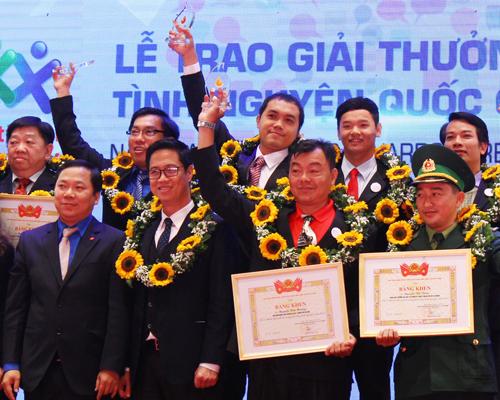 Diễn viên Chi Bảo nhận giải thưởng tình nguyện quốc gia 2