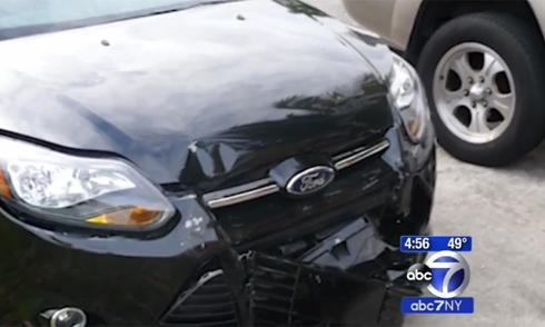 Nữ tài xế gây tai nạn bỏ chạy, ôtô tự báo cảnh sát