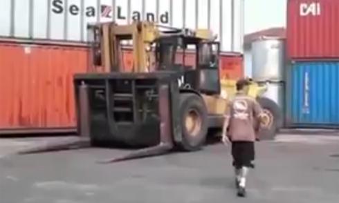 Kỹ năng hiếm có của tài xế xe nâng 2