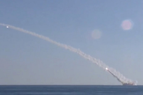 Tên lửa diệt IS từ tàu ngầm - mũi tên trúng đa đích của Nga 1