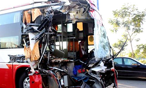 30 người kêu cứu trong ôtô khách húc đuôi container 2