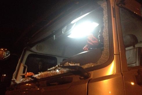Xe trên cao tốc Nội Bài - Lào Cai tiếp tục bị ném đá 1