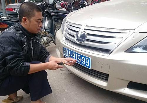 Tài xế mang biển giả xe của nguyên Ủy viên Bộ Chính trị 2