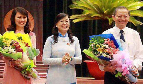 Chủ tịch HĐND TP HCM Nguyễn Thị Quyết Tâm (giữa) và 2 tân Phó chủ tịch UBND TP. Ảnh: Hữu Công