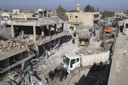 Hiện trường vụ đánh bom xe tải. Ảnh: Reuters