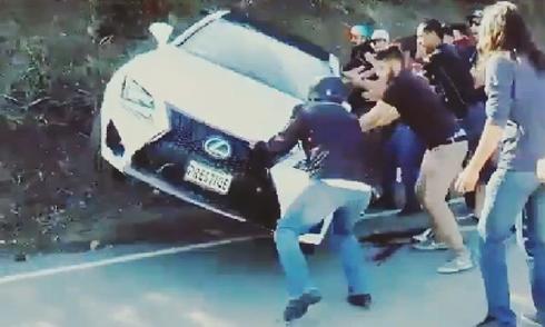 Cứu hộ thành phá xe Lexus 1