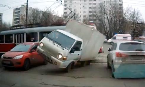 Cứu hộ thành phá xe Lexus 3