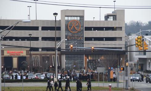 Ba trung tâm thương mại Mỹ bị doạ bom, hàng nghìn người sơ tán