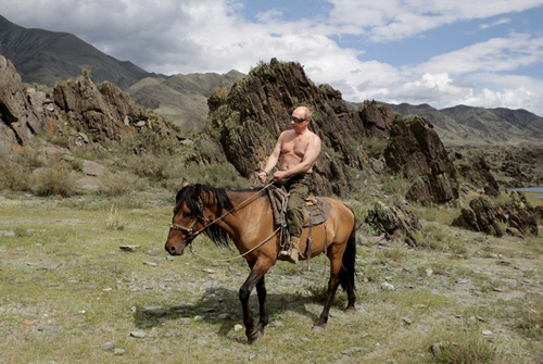 Giới khoa học lý giải dáng đi giống xạ thủ của Putin 2
