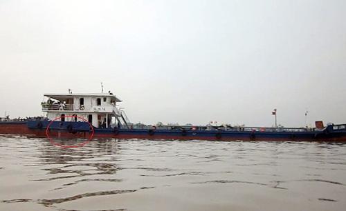 Tàu chở 1,2 triệu lít xăng bị đâm thủng trên sông Tiền 1