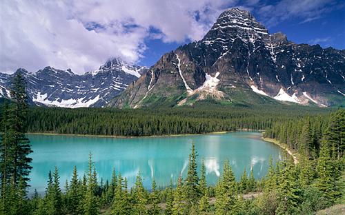 [Caption]không khí được lấy từ dãy núi Rocky ở công viên quốc gia Banff, Canada,
