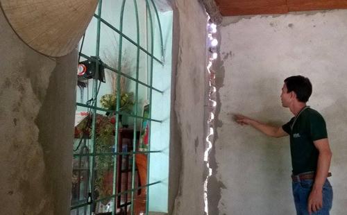 Người dân thu giữ máy móc đòi nhà thầu đền bù nhà cửa 1