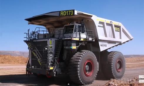 """Quá trình sản xuất """"siêu phức tạp"""" của xe tải khổng lồ 1"""