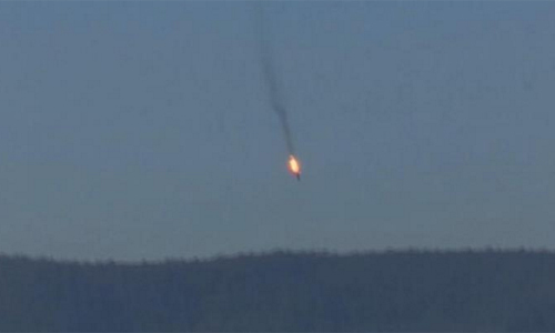 [Caption]Chiếc Su-24 bị quân đội Thổ Nhĩ Kỳ bắn rơi gần biên giới Thổ Nhĩ Kỳ - Syria hoom 24/11