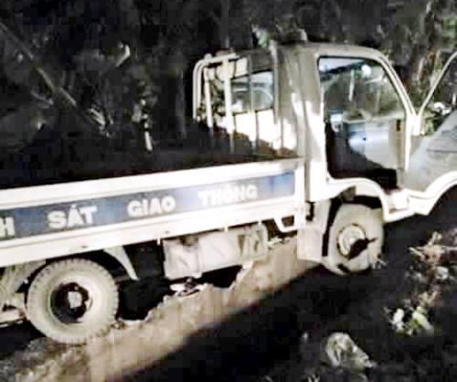 Xe BMW đâm ôtô cảnh sát bay xa 20 m, một chiến sĩ trọng thương 1