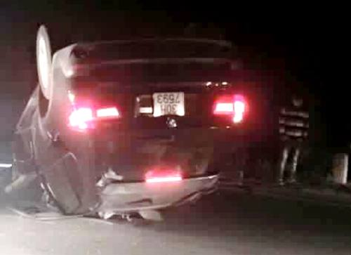 Xe BMW đâm ôtô cảnh sát bay xa 20 m, một chiến sĩ trọng thương 2